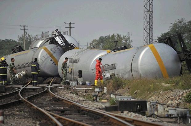合肥火车东站发生装载危险品货车脱线事故