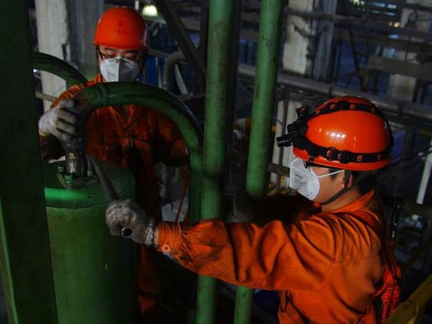 [图]安庆石化腈纶部冬季设备检查