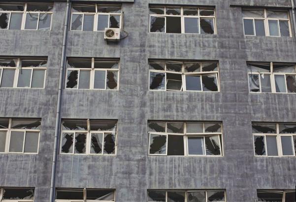 玻璃被震碎