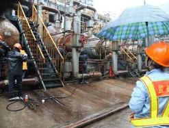 [图]齐鲁石化腈纶厂丙烯腈装置检修现场