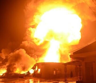 浙江一企业仓库爆炸 内有30吨水溶性聚氨酯