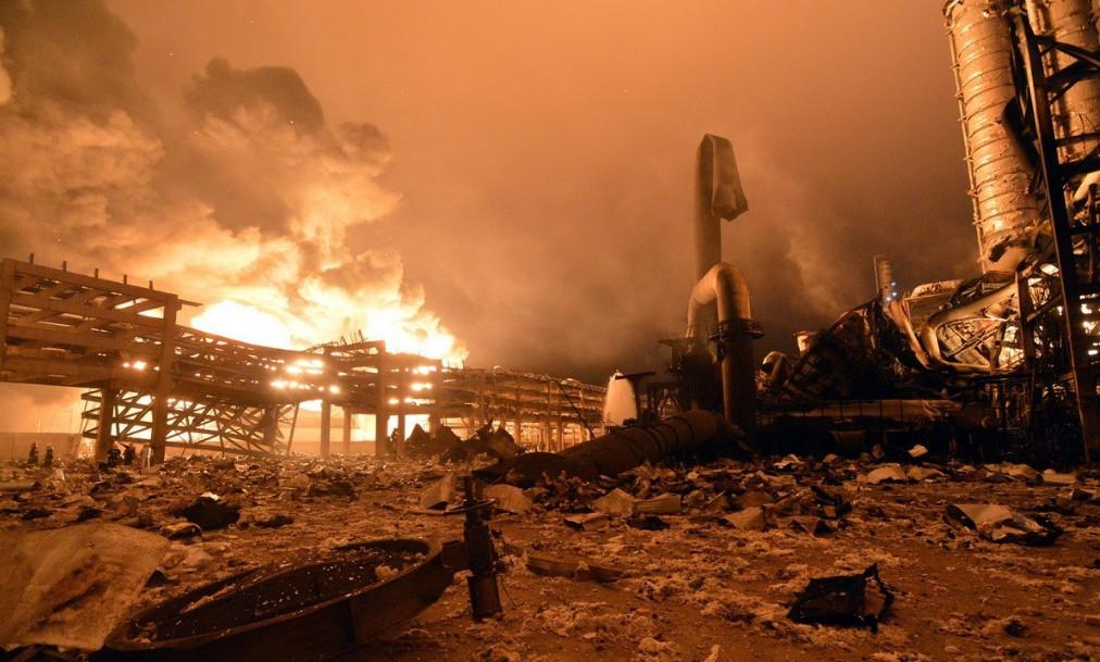 4月6日晚7点左右,位于福建漳州古雷港经济开发区的PX石化发生爆炸,目前爆炸引起的大火仍在燃烧,伤亡情况正在核实。这已是两年内古雷px项目第二次发生爆炸,2013年7月30日,福建古雷石化(PX项目)厂区曾发生过一次爆炸,官方称无人伤亡。