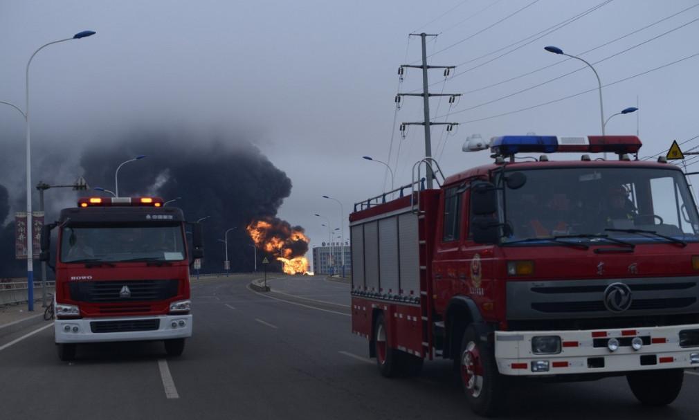 7月16日上午7:50,岚山区石大科技一液化氢罐发生泄露燃烧,市、区两级已启动应急预案,救援力量已赶赴现场,全力组织救援。暂无人员伤亡。