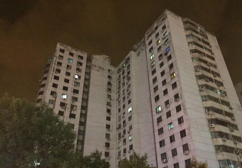 8月12日2330左右,天津滨海新区第五大街与跃进路交叉口一处集装箱码头发生爆炸,爆炸物品是集装箱内的易燃易爆物品,而后发生第二次爆炸。现场火光冲天,附近居民听到巨大爆炸声,有强烈震感。
