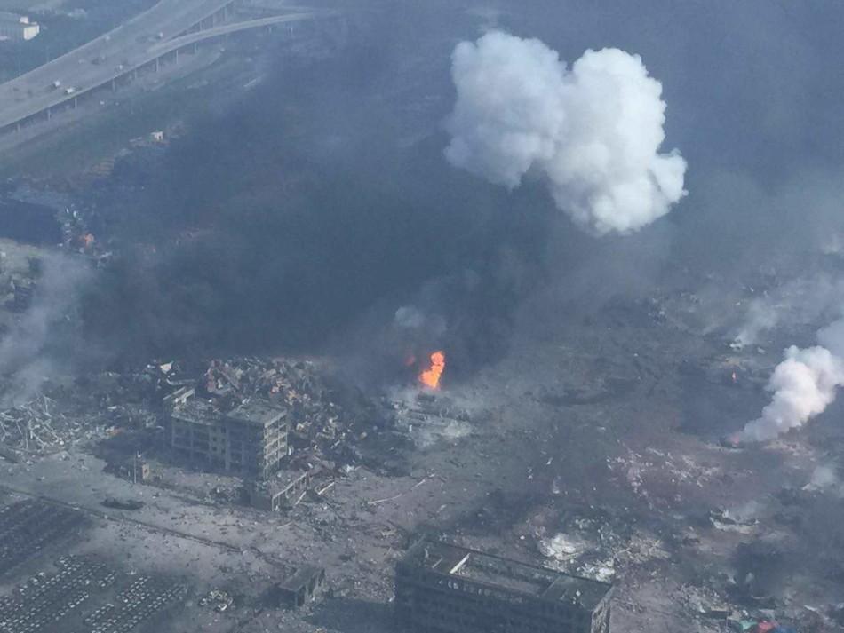8月13日从爆炸地点附近的高层拍摄的现场。