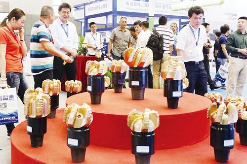 第八届中国(东营)国际石油石化装备与技术展览会举办