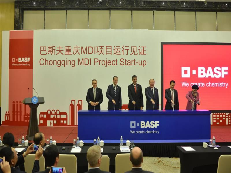 2015年9月19日,重庆市市长黄奇帆和巴斯夫欧洲公司执行董事会成员甘尚杰联合为巴斯夫重庆MDI项目运行揭幕。