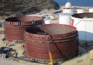 巴新工程原油储罐主体完工