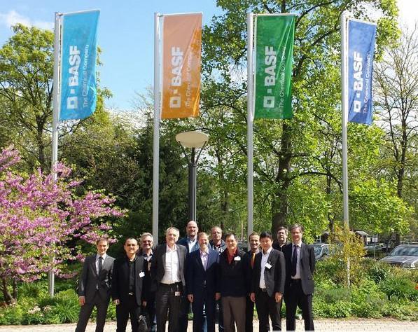 德国化工巨头巴斯夫(BASF)宣布已经与3D打印公司华曙高科和Laser-Sinter Service(LSS)合作,共同开发出一款新型可3D打印材料——PA-6粉末,该材料具有很高的强度和优异的热稳定性。